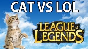 Igrati League Of Legends kad je nesnosna mačka pored tebe